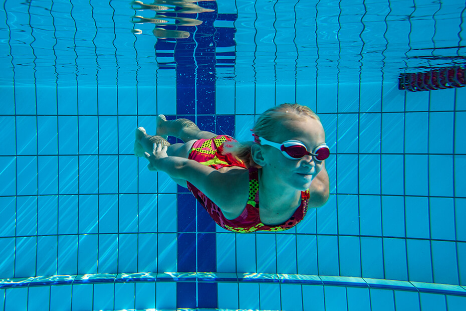 Image of kids learning to swim